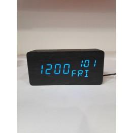 настольные часы от сети и от бат. с синей подсвет./датчик темпер./дата, день недели и влажность в виде дерев.бруска VST-862W-5