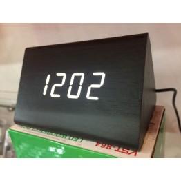 настольные часы с будильником от сети с белой подсветкой/датчиком темп/дата в виде дерев.бруска VST-864-6