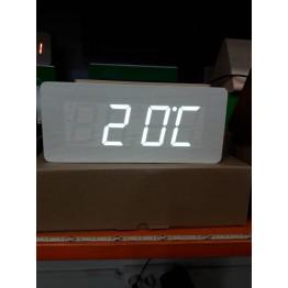 настольные часы с будильником от сети и от батареек с белой подсветкой/датчиком темп/дата в виде дерев.бруска VST-865-6