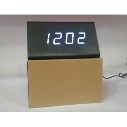 настольные часы от сети и от батареек в виде дерев.бруска с белой подсветкой/датчик температуры/дата VST-868-6