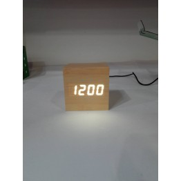 настольные часы декоративные от сети и от батареек с белой подсветкой в виде дерев.бруска VST-869-6